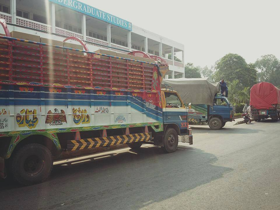 laptops-unloading-in-pu-lahore