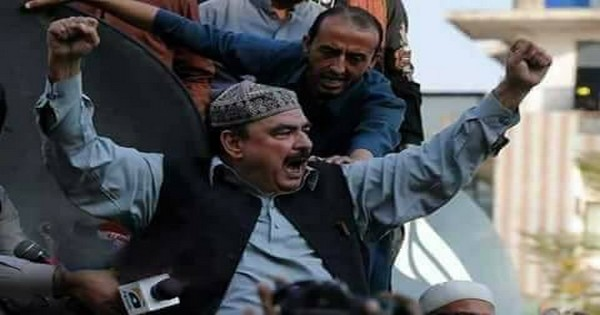 Watch How Sheikh Rasheed arrives at Committee Chowk on a motorcycle Video