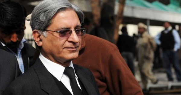aitzaz-refuses-to-fight-panama-case-offers-free-advice